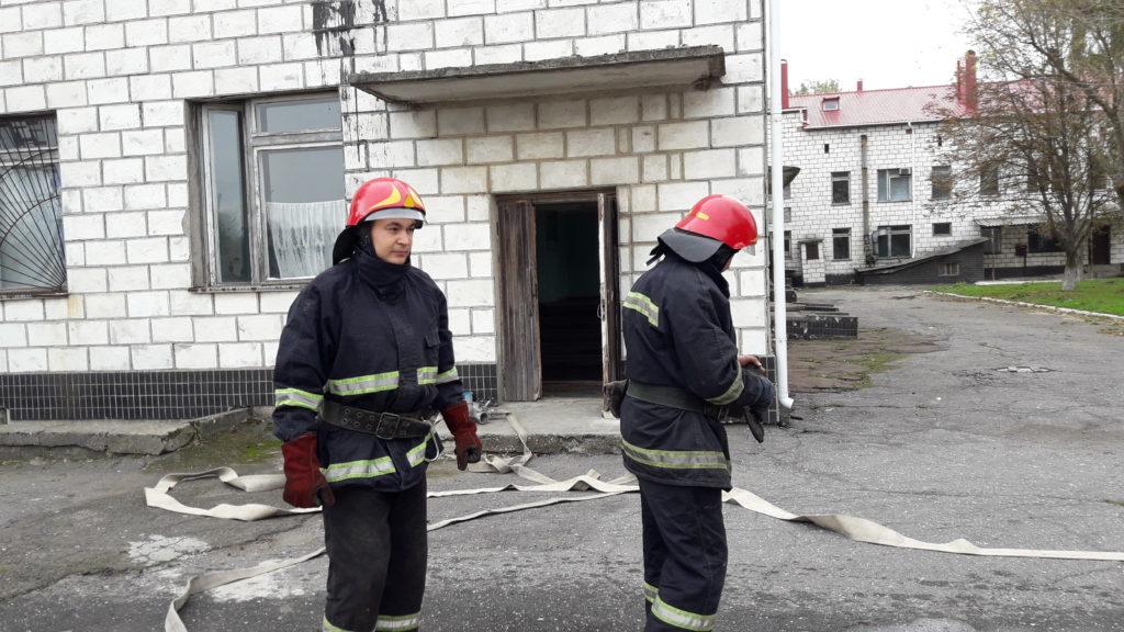 20171103_111639-1024x576 Измаильские спасатели отрабатывали с сотрудниками «инфекционки» действия в случае возникновения пожара