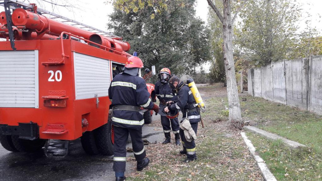 20171103_111650-1024x576 Измаильские спасатели отрабатывали с сотрудниками «инфекционки» действия в случае возникновения пожара