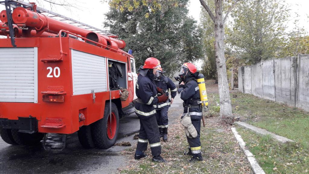20171103_111652-1024x576 Измаильские спасатели отрабатывали с сотрудниками «инфекционки» действия в случае возникновения пожара