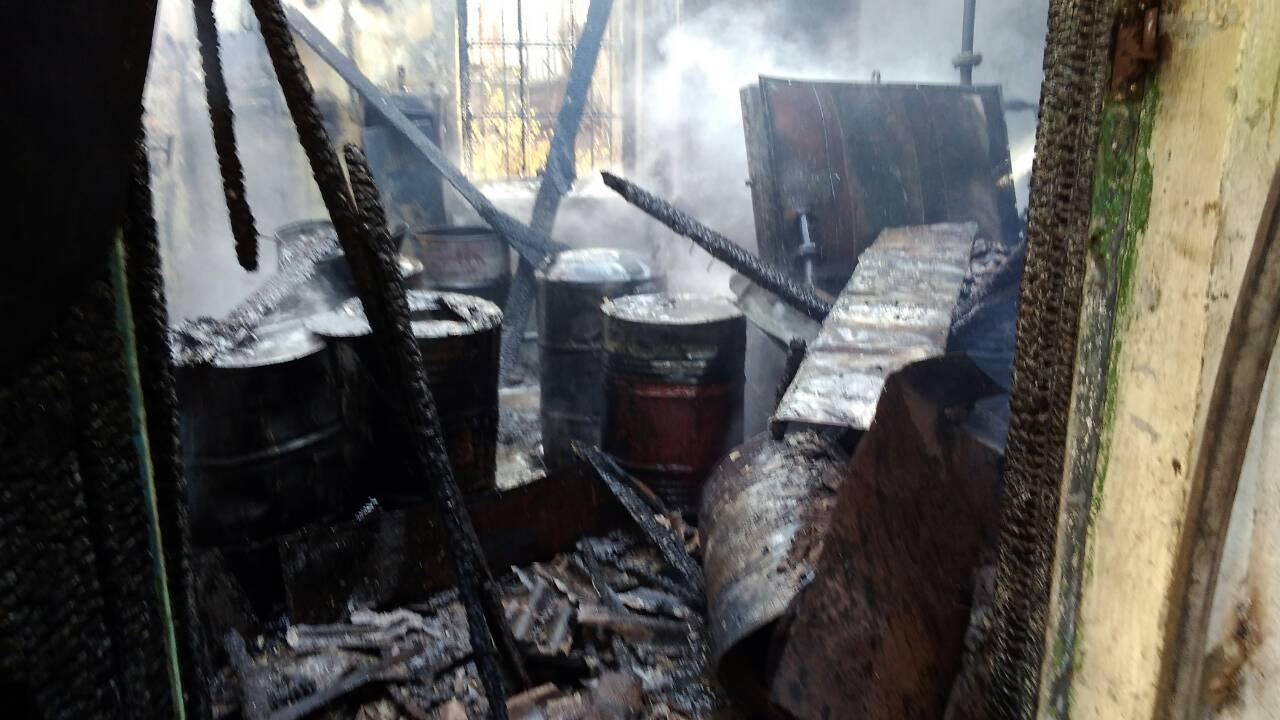 234623462346 Спасатели ликвидировали возгорание склада с мазутом в районе Измаильского порта