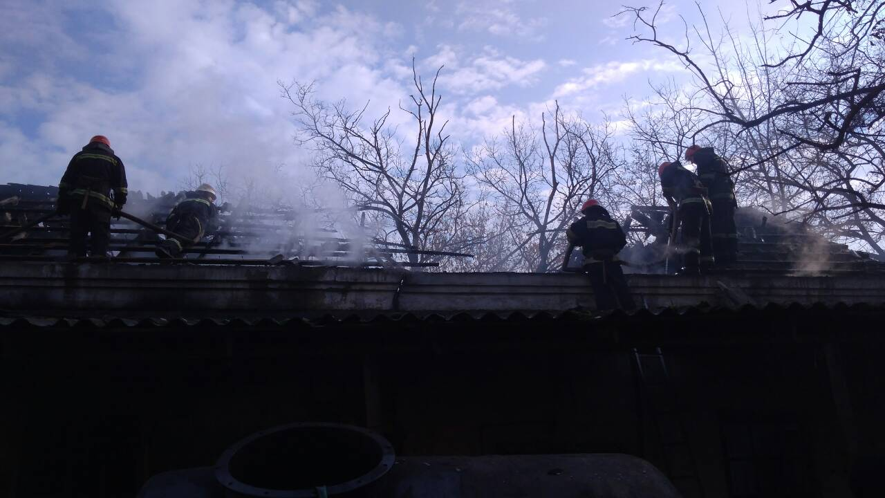 234632465346 Спасатели ликвидировали возгорание склада с мазутом в районе Измаильского порта