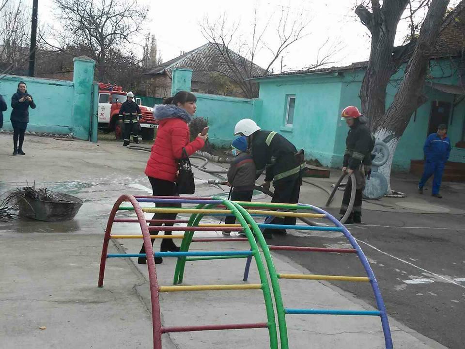 Измаильские спасатели научили воспитанников детского садика «Ручеек», как действовать в чрезвычайных ситуациях