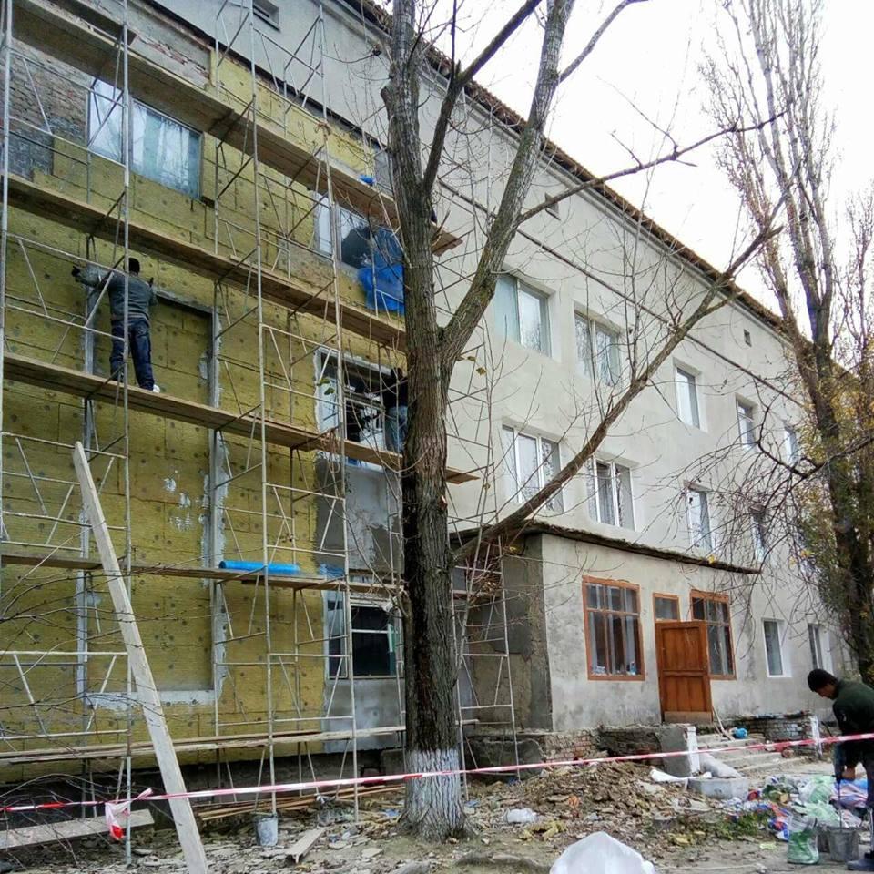24176976_1476342575806980_1855161939100413031_n В Килии за средства районного бюджета производится ремонт сразу в трех зданиях медицины