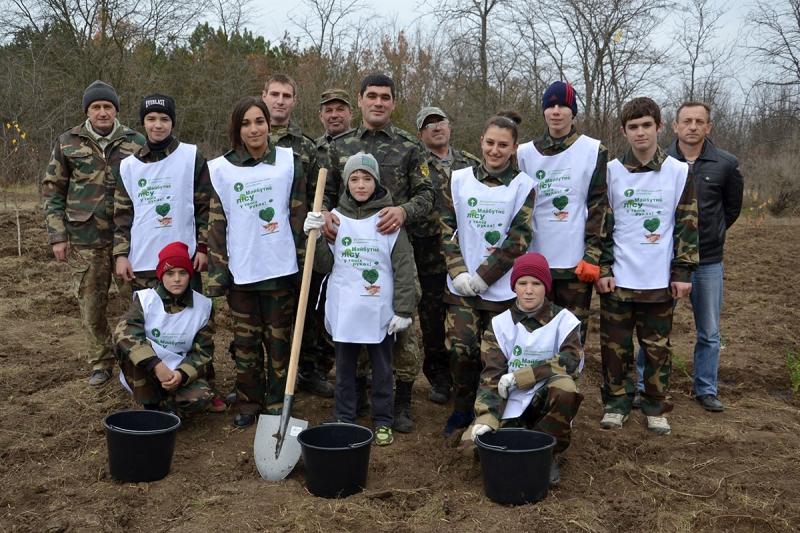 25 В Измаиле сотрудники лесничества и учащиеся Лесной школы в заповедной зоне заложили новый парк