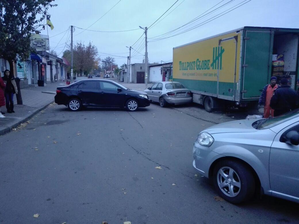 В Измаиле возле Центрального рынка произошло ДТП с участием четырех автомобилей