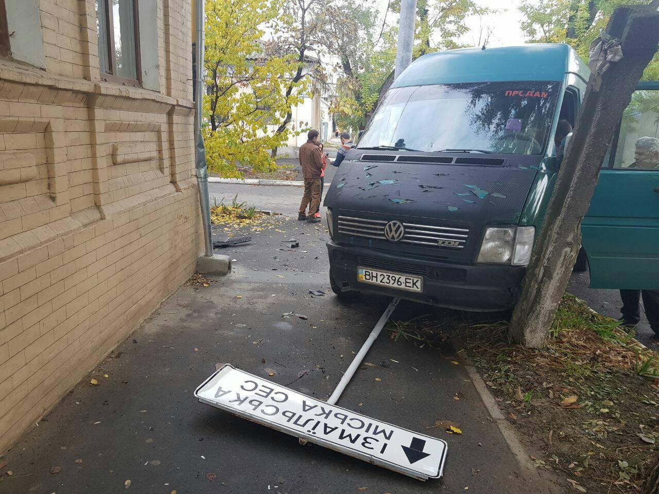 3457345734572 В Измаиле в результате ДТП микроавтобус вылетел на тротуар
