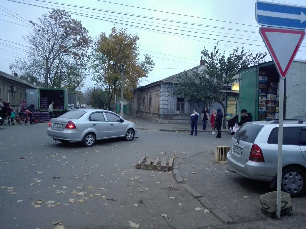 345734574357 В Измаиле возле Центрального рынка произошло ДТП с участием четырех автомобилей