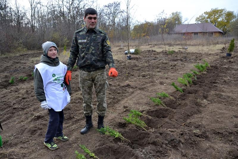 5-1 В Измаиле сотрудники лесничества и учащиеся Лесной школы в заповедной зоне заложили новый парк
