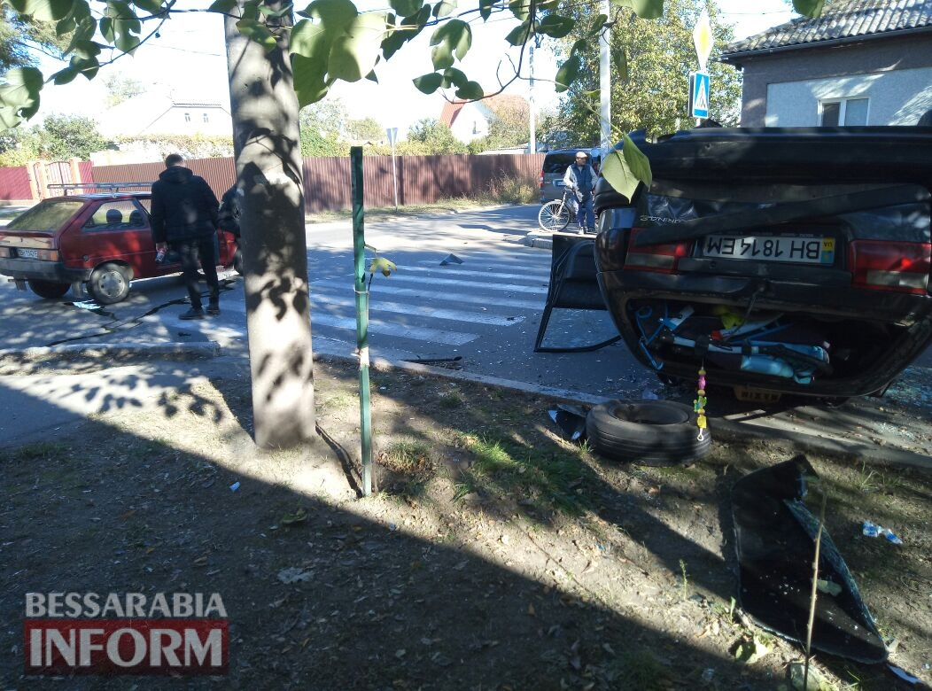59fb0be0d0876_573457 Измаил: на Савицкого в результате ДТП перевернулся автомобиль, есть пострадавшие
