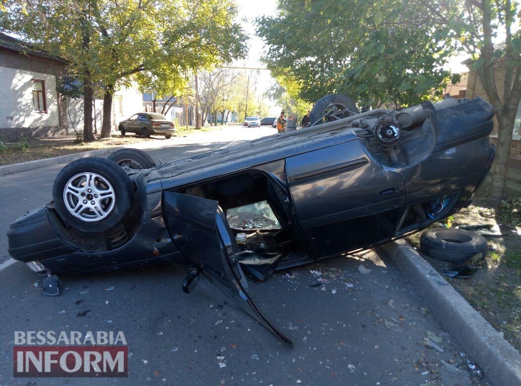 59fb0be1608f1_34574638568 Измаил: на Савицкого в результате ДТП перевернулся автомобиль, есть пострадавшие