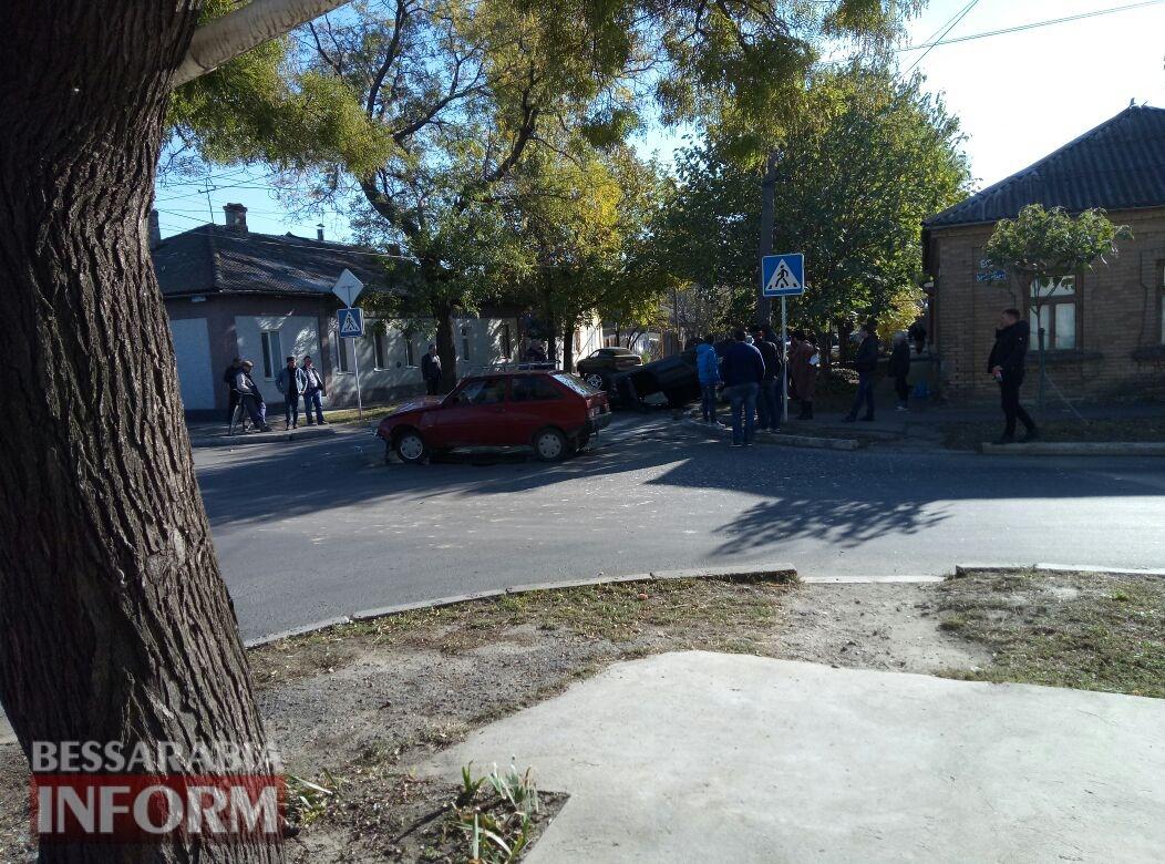59fb0be1b99b2_3457345743575 Измаил: на Савицкого в результате ДТП перевернулся автомобиль, есть пострадавшие