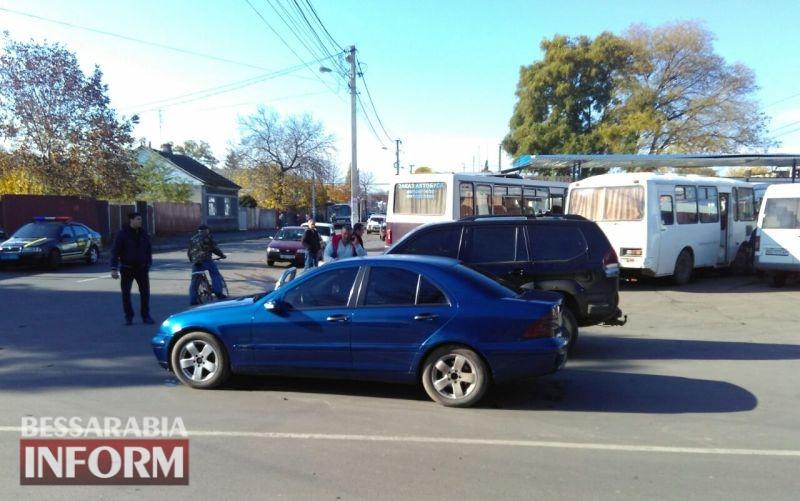 5a08412a60662_rpaavs В Измаиле возле автостанции столкнулись Toyota и Mercedes