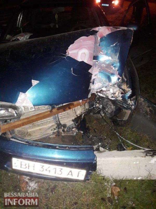 """5a1290e38645c_2375814124300031472258481711890518n Минус один столб: прошедшей ночью в Измаиле Mazda """"врезалась"""" в опору ЛЭП"""