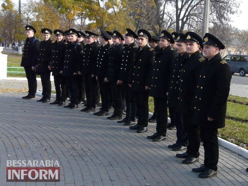5a13e1295461f_P1140599 Четвертая годовщина начала Евромайдана: в Измаиле горожане несли цветы к памятнику Кобзарю
