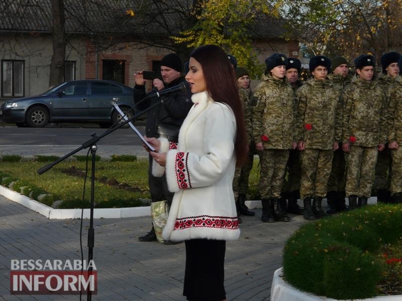 5a13e134a4d60_P1140611 Четвертая годовщина начала Евромайдана: в Измаиле горожане несли цветы к памятнику Кобзарю