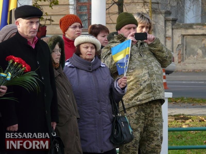 5a13e13850f94_P1140612 Четвертая годовщина начала Евромайдана: в Измаиле горожане несли цветы к памятнику Кобзарю
