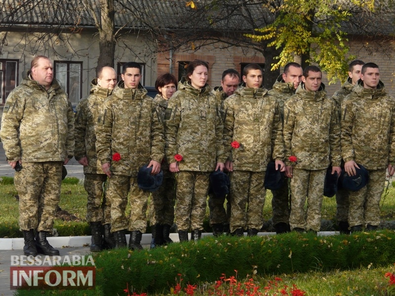 5a13e13fafbaa_P1140613 Четвертая годовщина начала Евромайдана: в Измаиле горожане несли цветы к памятнику Кобзарю