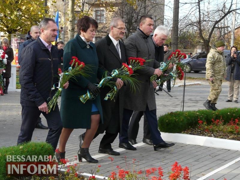5a13e143631c5_P1140616 Четвертая годовщина начала Евромайдана: в Измаиле горожане несли цветы к памятнику Кобзарю