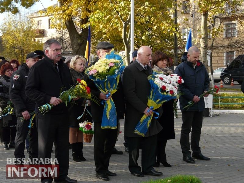 5a13e1471de9a_P1140619 Четвертая годовщина начала Евромайдана: в Измаиле горожане несли цветы к памятнику Кобзарю