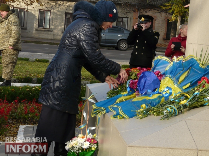 5a13e1ee3dab1_P1140636 Четвертая годовщина начала Евромайдана: в Измаиле горожане несли цветы к памятнику Кобзарю