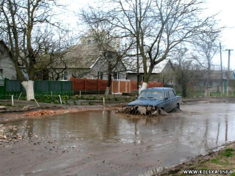"""В Килии начали ремонт дороги, ведущей в Измаил - работы внутри города будут завершены """"под елочку"""""""