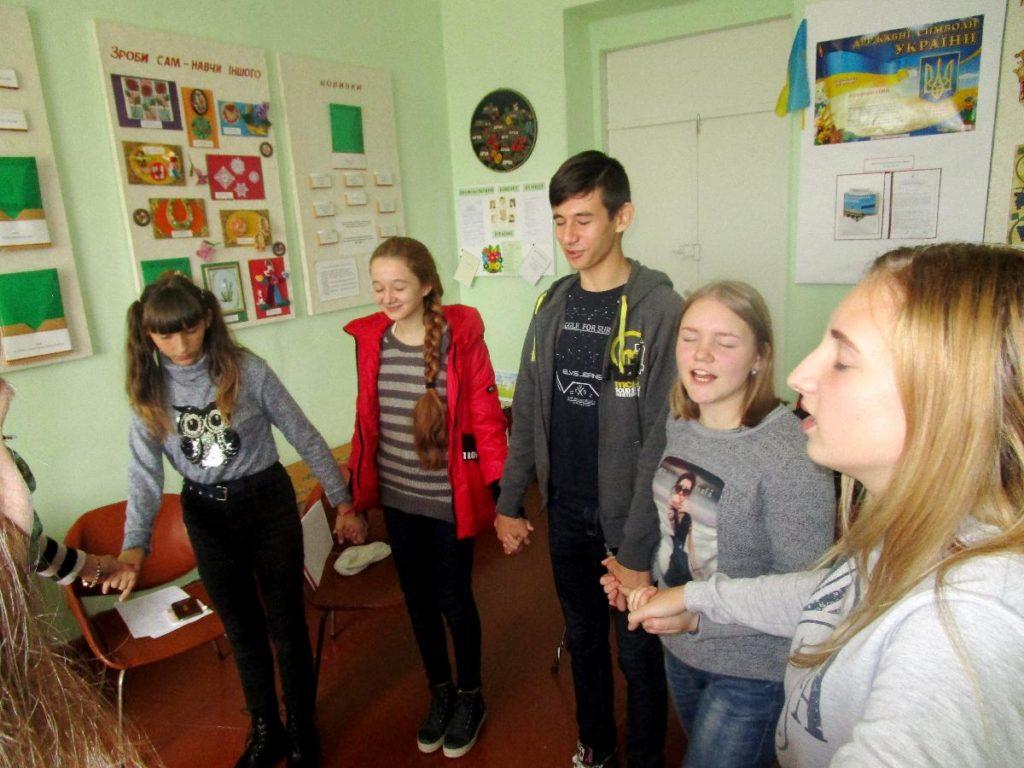 material-1510641508828-name-1510641534537-1024x768 Белгород-днестровские школьники к Международному дню слепых провели уличный хэштеговый флешмоб
