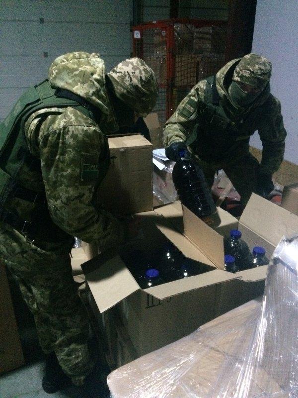 news_20171109_122745_1510223265 Из Измаила и Рени в Одессу тоннами переправляли контрафактный алкоголь - спецоперация ГПС и ГФС