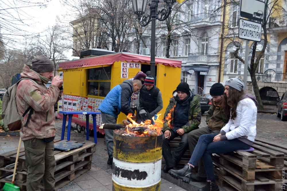 """picturepicture_151178123363945954205467_99001 Арест экс-лидера одесского """"Правого сектора"""" спровоцировал протесты под зданием областной прокуратуры"""