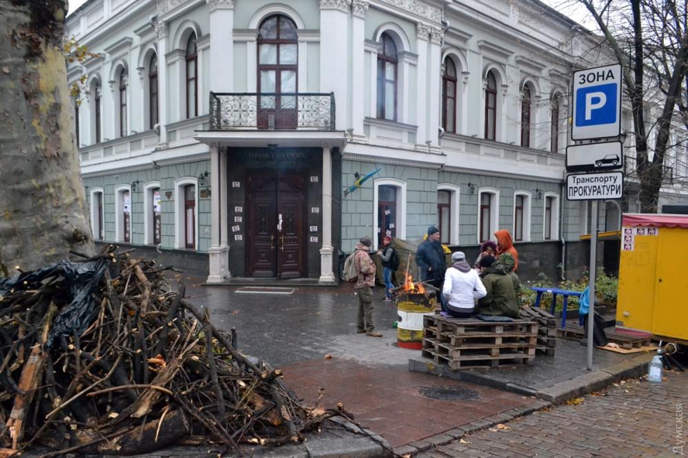 """picturepicture_151178133832284980205468_82395 Арест экс-лидера одесского """"Правого сектора"""" спровоцировал протесты под зданием областной прокуратуры"""
