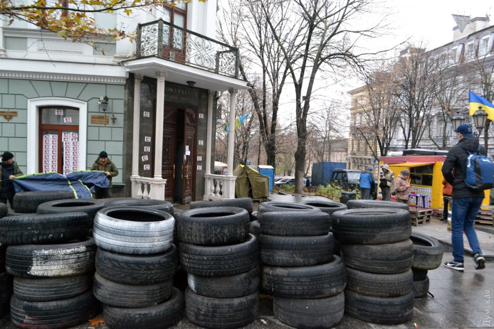 """picturepicture_151178133951114119205474_87042 Арест экс-лидера одесского """"Правого сектора"""" спровоцировал протесты под зданием областной прокуратуры"""