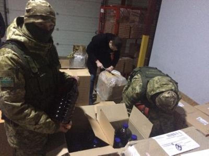 thumb_news_20171109_122824_1510223304 Из Измаила и Рени в Одессу тоннами переправляли контрафактный алкоголь - спецоперация ГПС и ГФС