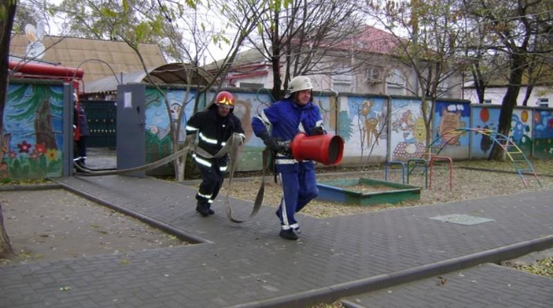 Измаильские спасатели учили детей из приюта, как действовать во время чрезвычайных ситуаций
