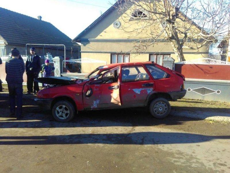 Измаильский р-н: в Озерном водитель разбил машину о забор