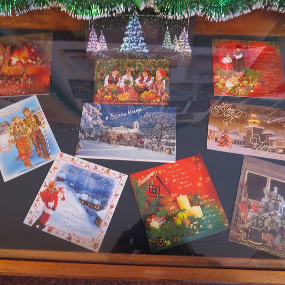Ностальгия по новогодней сказке из детства: в Болграде открылась выставка старых поздравительных открыток
