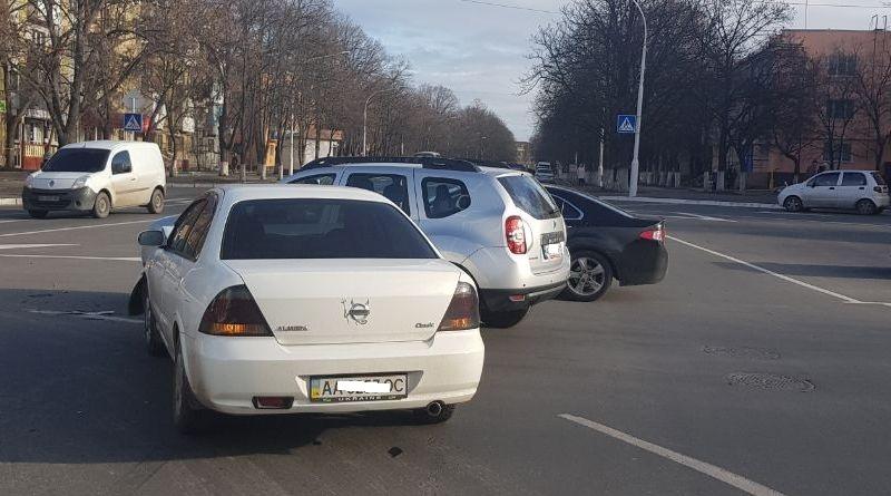 32353 Измаил: на площади Мира не поделили дорогу Renault и Nissan