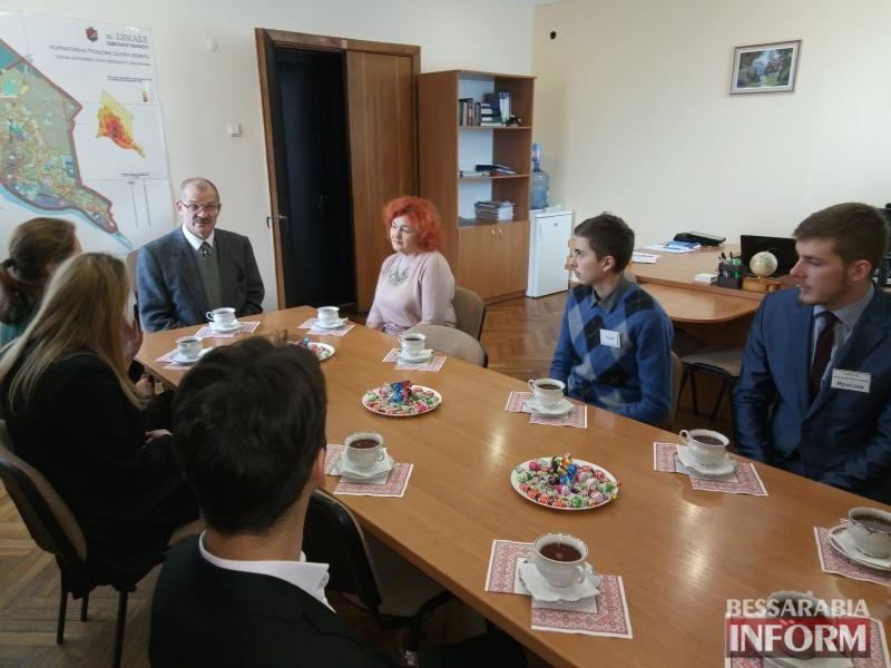5a283f946cb19_P71206-100952 У чиновников за чаем: школьники города Измаила побывали в кабинетах у первых лиц города