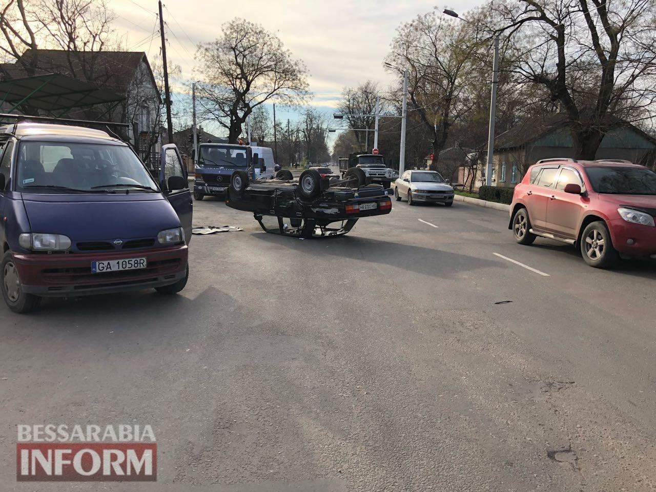 В Измаиле в результате ДТП перевернулся автомобиль