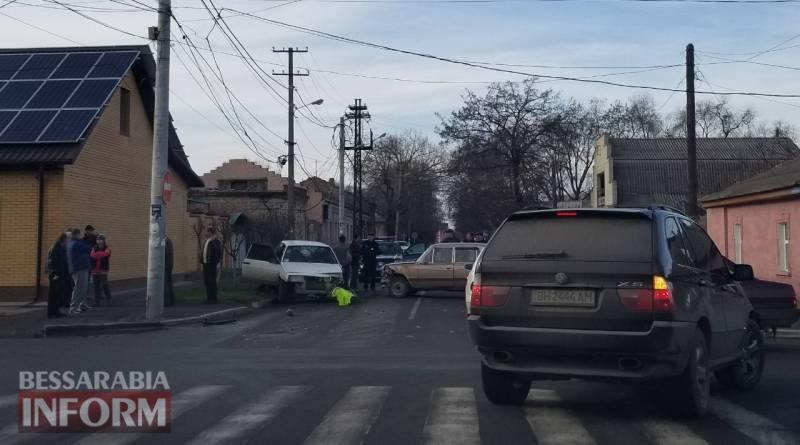 """""""Тройка"""" vs """"Восьмерка"""": в Измаиле дорогу не поделили два ВАЗа"""