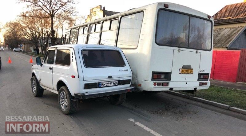 Неудачный обгон: в Измаиле столкновение двух автомобилей и автобуса заблокировало часть улицы Семинарской