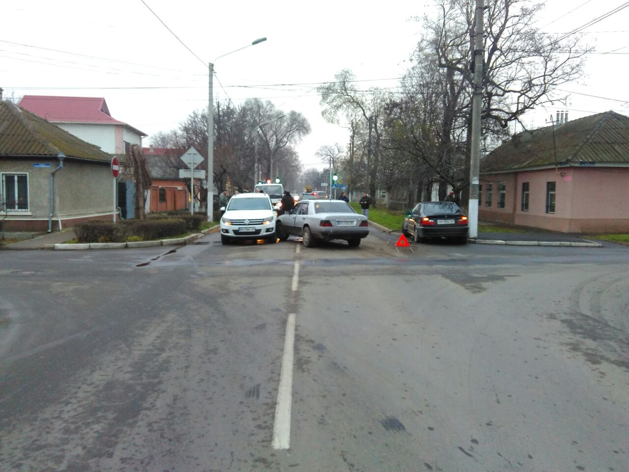 Бильярд на дороге: в Измаиле Mercedes протаранил BMW и Volkswagen
