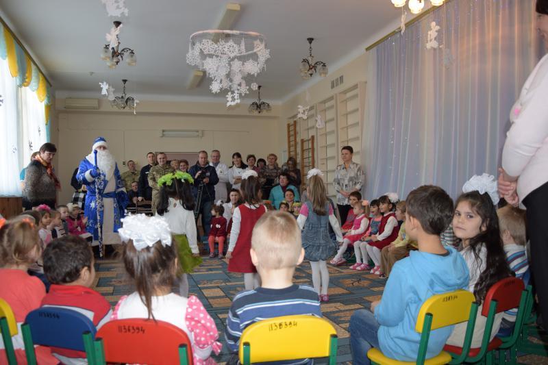 Измаильские пограничники вместе со Святым Николаем поздравили с праздником воспитанников дома ребенка
