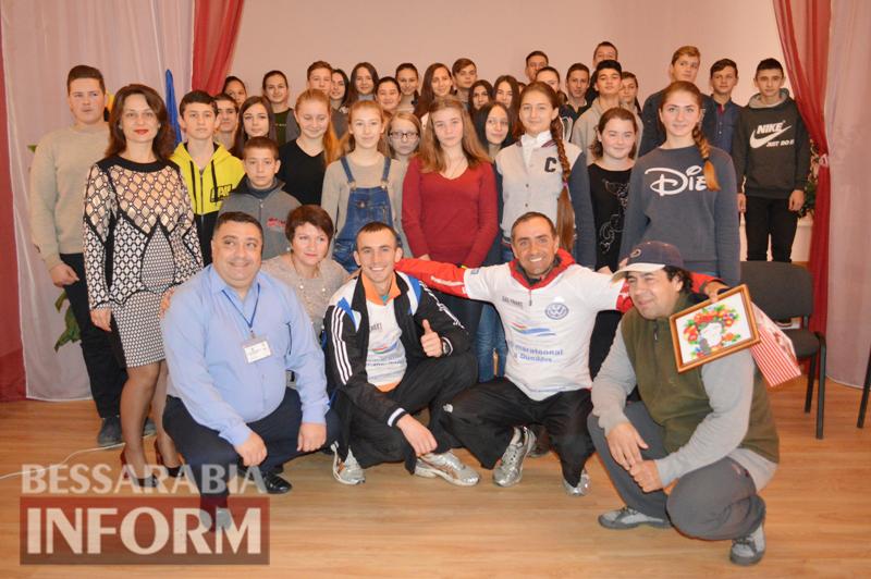 К венгерскому бегуну в Измаиле присоединился местный житель - вместе они посетили Килию и финишировали в Вилково (фото)