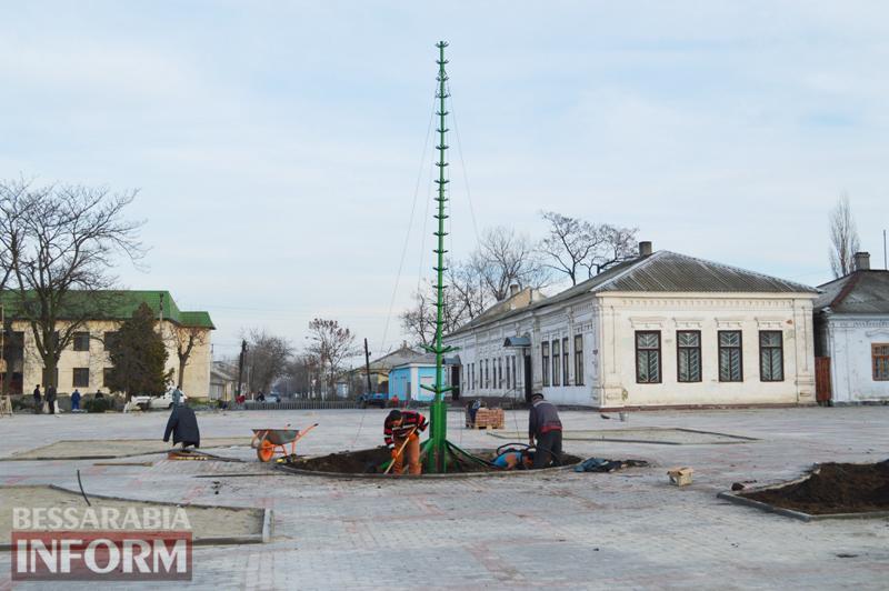 DSC_3777 На Центральной площади Килии одновременно завершают реконструкцию и готовятся к Новому году (фото)