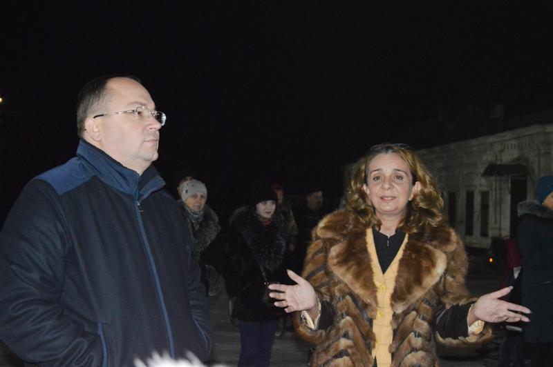 """""""Раз, два, три! Ёлочка гори!"""" - в Килии на Центральной площади включили новогоднюю иллюминацию (фоторепортаж)"""