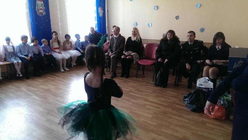 Полицейские Измаила поздравили с Днем Святого Николая малышей в приюте
