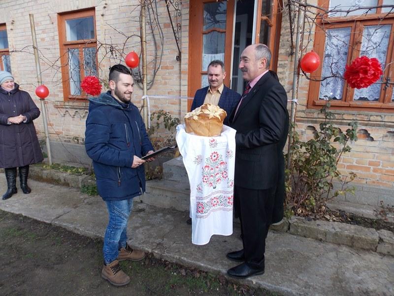 С новосельем: парень-сирота из Измаильского района получил ключи от собственного дома