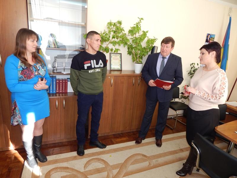 Первые лица Измаильского района вручили ключи от дома парню-сироте из Лощиновки