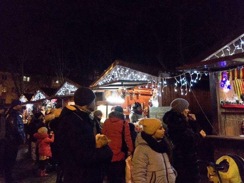 В День Святого Николая на центральной площади Измаила развернули народные гулянья