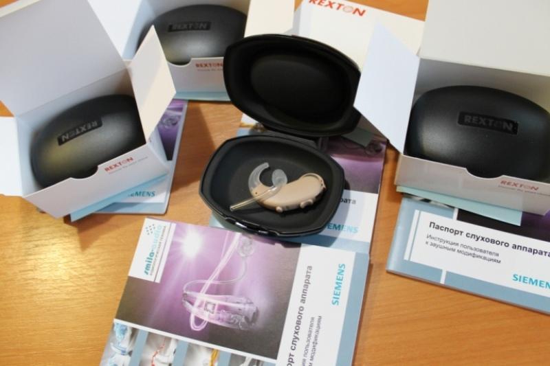 Глава Арцизской РГА вручил детям с дефектами слуха новые слуховые аппараты