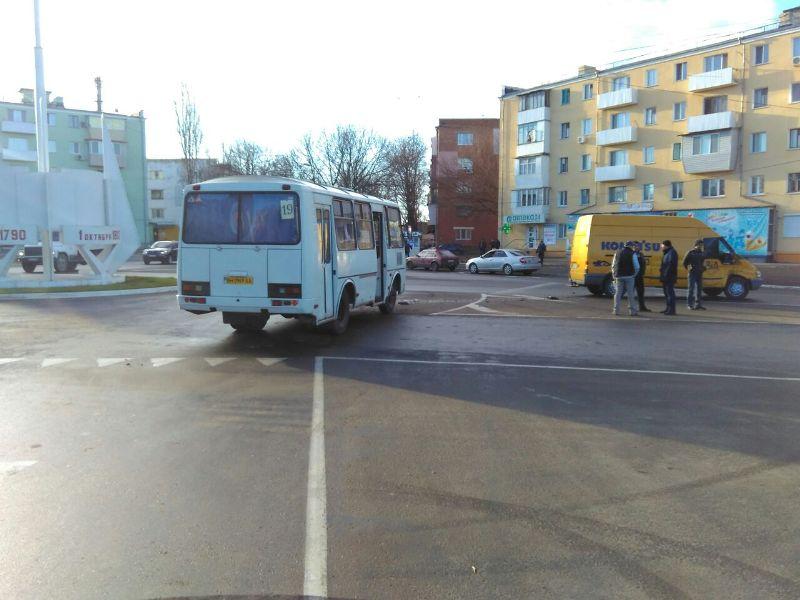 В Измаиле на площади Мира в аварию попал маршрутный автобус